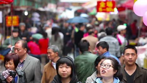 Huge-crowds-walk-on-the-streets-of-modern-day-China-6
