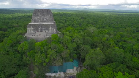 Spectacular-aerial-shot-over-the-treetops-and-Tikal-pyramids-in-Guatemala-4