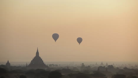 Balloons-rise-near-the-amazing-temples-of-Pagan-Bagan-Burma-Myanmar-2