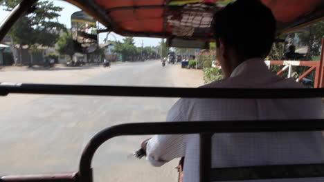 Pov-Geschossen-Von-Einem-Fahrradfahrdienst-Durch-Die-Straßen-Von-Myanmar-Burma