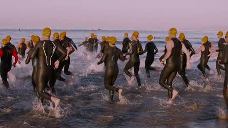 Triathlon-swimmers-enter-the-ocean