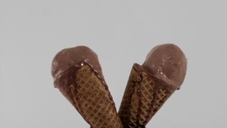 Los-Conos-De-Helado-De-Chocolate-Se-Derriten-Con-El-Tiempo