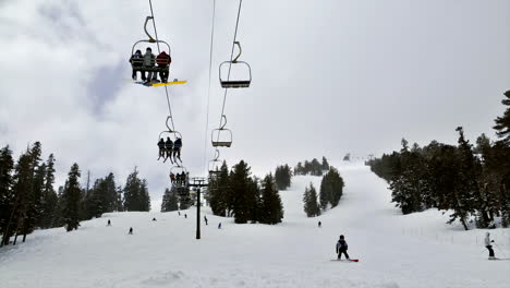Time-lapse-of-a-chair-lift-at-a-ski-resort