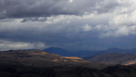 Timelapse-De-Nubes-De-Lluvia-Sobre-Montañas-1-Timelapse-of-rainclouds-over-mountains-1