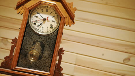Time-lapse-of-antique-pendulum-clock-running