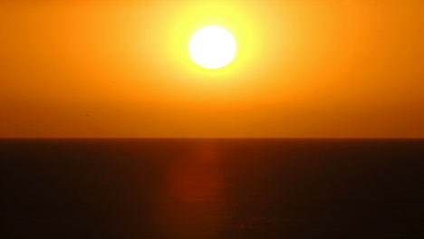 Time-lapse-of-sun-setting-over-the-ocean-1