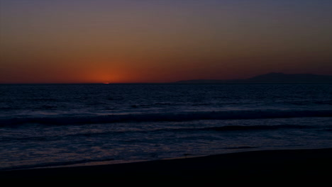 Time-lapse-of-sun-setting-over-the-ocean-2
