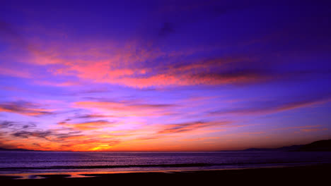 Time-lapse-of-a-colorful-sunset-over-the-ocean-1