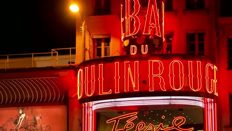Moulin-Rouge-Paris-01