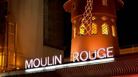 Moulin-Rouge-Paris-03