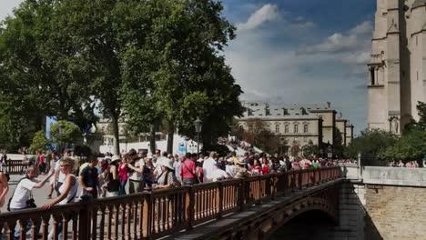 Notre-Dame-Tourists-00