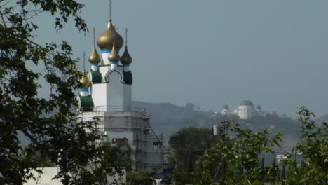 Golden-domes-adorn-the-exterior-of-a-Russian-orthodox-church-building