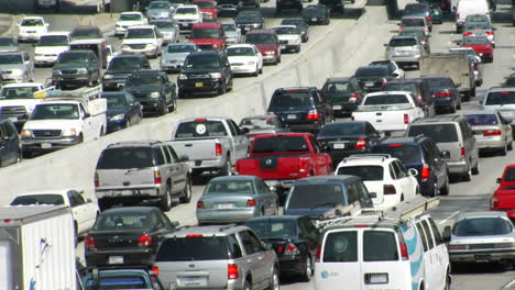 Traffic-moves-slowly-along-a-busy-freeway-in-Los-Angeles-3