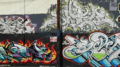 Graffiti-Decora-La-Pared-De-Un-Edificio-2