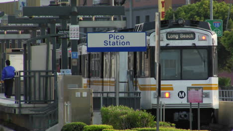 The-LA-Metro-train-stops-at-a-station
