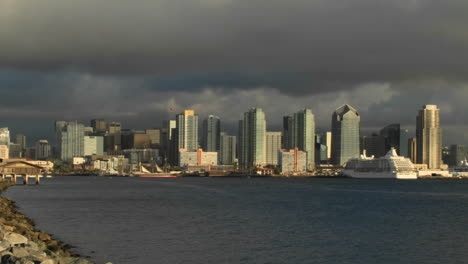 Time-lapse-of-the-San-Diego-waterfront-
