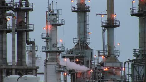 Dampfaustritt-Aus-Einem-Industriekraftwerk-1