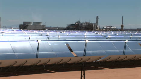 Solar-panels-reflect-in-the-sun-1