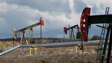 Pump-jacks-move-up-and-down-in-an-oil-field