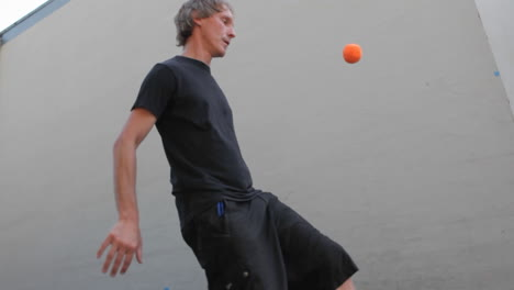 A-man-juggles-balls-with-his-feet