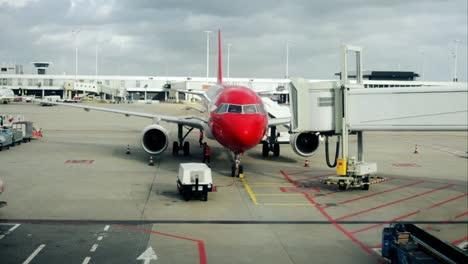 Plane-Arrival-04
