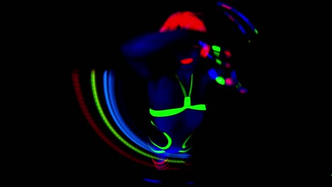 UV-Glowing-Woman-Dancer-08