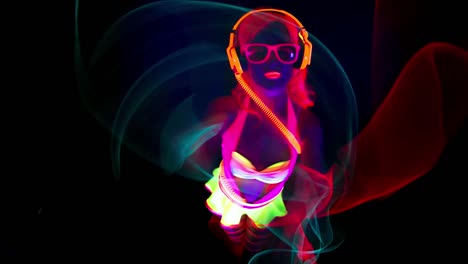 UV-Glowing-Woman-Dancer-30