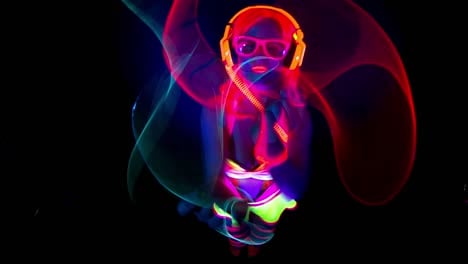 UV-Glowing-Woman-Dancer-31