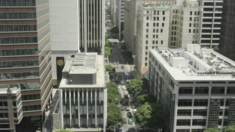 Timelapse-of-cars-driving-along-a-busy-city-street-in-California