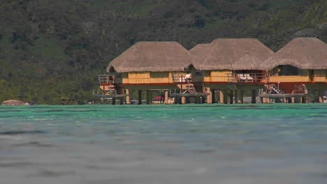 Tahitian-huts-on-the-water