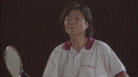 Eine-Frau-Spielt-Badminton