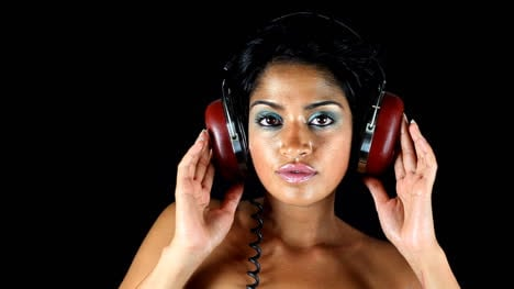 Woman-in-Headphones-Mix-05
