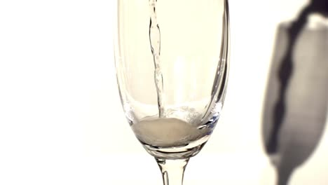 Slow-Motion-Champagneglass-00