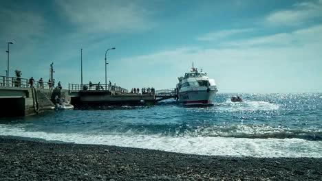 Stromboli-Boat-00