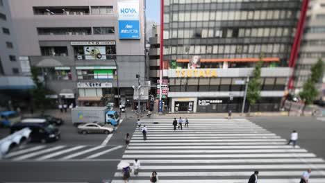 Tokyo-Crossing-00