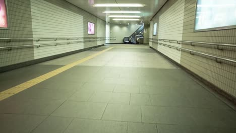 Tokyo-Empty-Tunnel-00