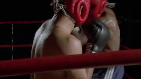 Dos-Hombres-Tienen-Un-Combate-De-Boxeo-1