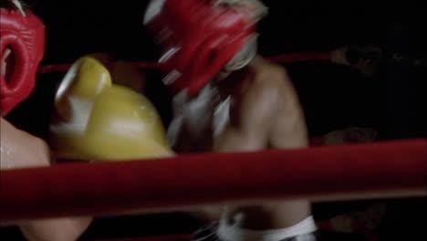 Dos-Hombres-Participan-En-Un-Combate-De-Boxeo