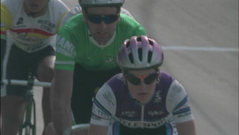 Cyclists-race-inline-on-a-track