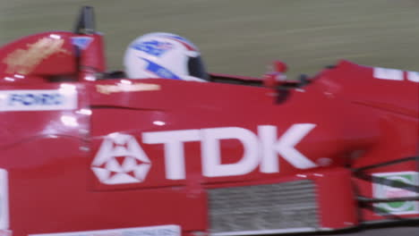 Formelautos-Die-Auf-Einer-Rennstrecke-Konkurrieren