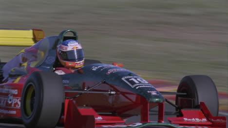 Formelauto-Fährt-Auf-Einer-Rennstrecke