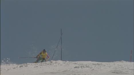 Alpine-skier-running-a-downhill-course-4