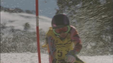 Alpine-skier-running-a-downhill-course-5