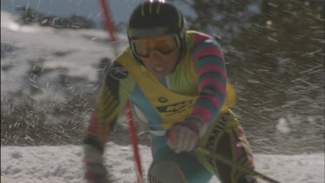 Alpine-skier-running-a-downhill-course-6