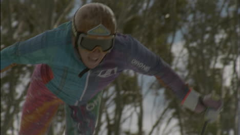 Crosscountry-skier-competes-in-a-race