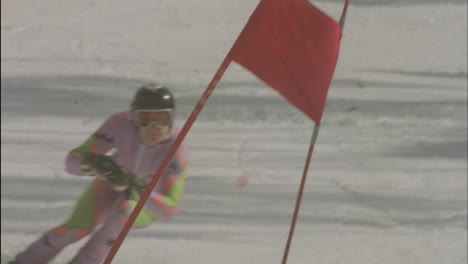Alpine-skier-running-a-downhill-course-16