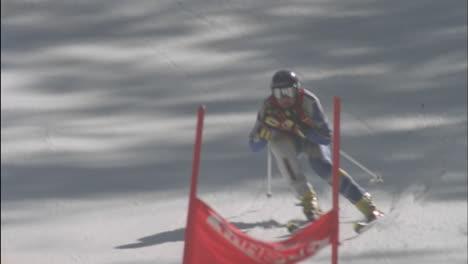 Alpine-skier-running-a-downhill-course-28