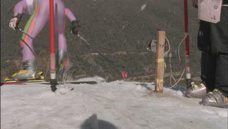 Alpine-skier-starts-a-race