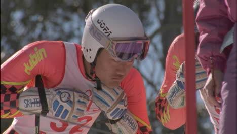 Skiers-prepare-to-race