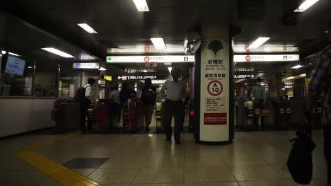 Tokyo-Metro-People-2